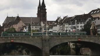 Blick vom Rhein hin zum Münster