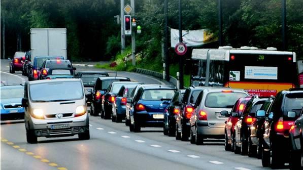 Die Pendlerströme in und aus dem Aargau belasten die Verkehrs-Infrastruktur.
