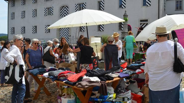Brugger Hofstatt: Die Auswahl an Pullovern, T-Shirts und Hosen ist gross.