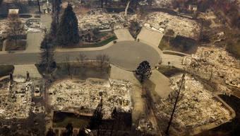 Im Zuge der verheerenden Waldbrände in Kalifornien werden über 600 Menschen vermisst.