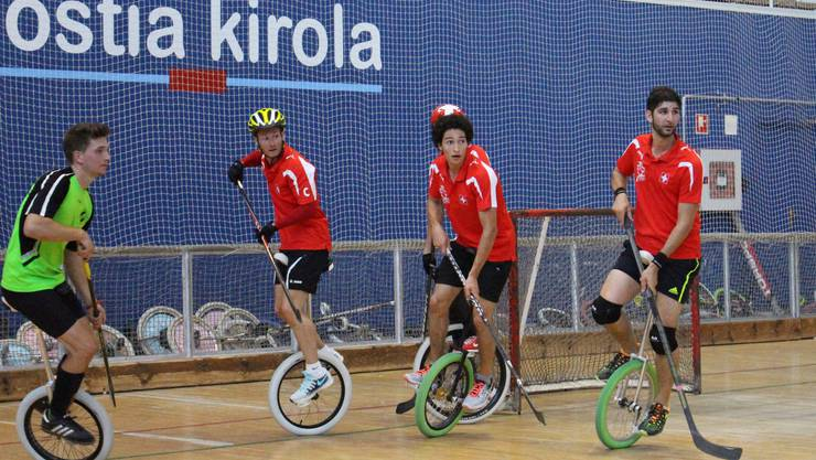 Das Schweizer Team an den Weltmeisterschaften im Einrad-Hockey