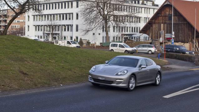Mit 127 Stundenkilometer statt erlaubten 60 war die Porsche-Fahrerin unterwegs. (Symbolbild)