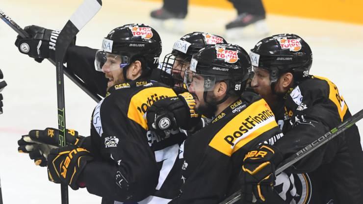 2:0-Torschütze Julian Walker und seine Teamkollegen beim HC Lugano