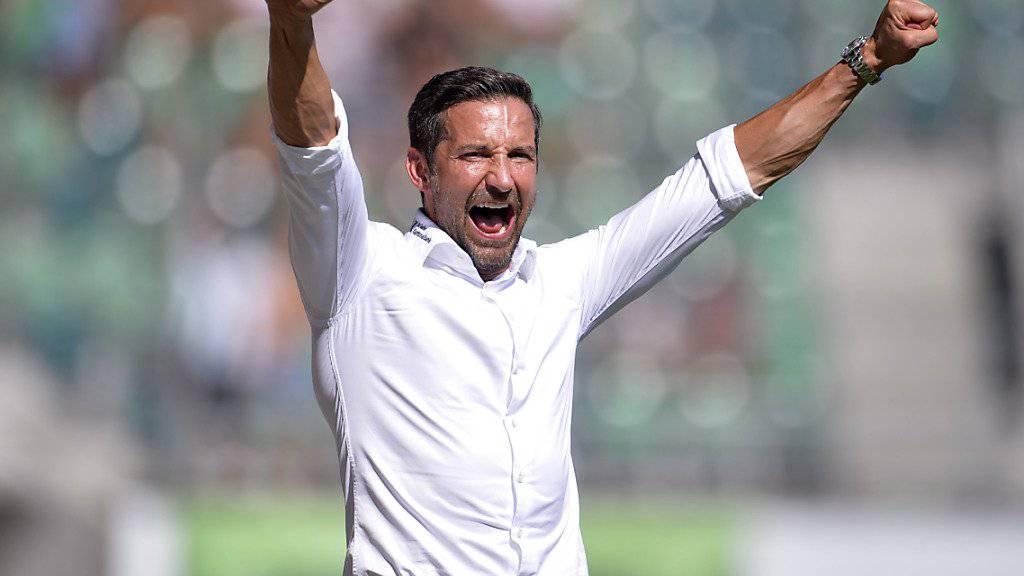 St. Gallens Trainer Joe Zinnbauer jubelt gegen Luzern