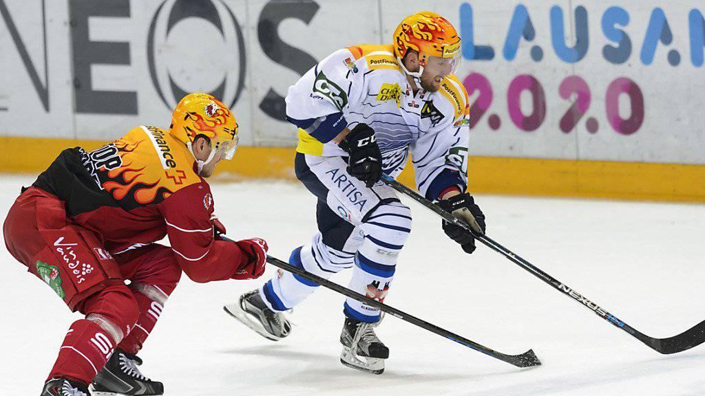Lausanne und Ambri-Piotta, hier stellvertretend mit Nicklas Danielsson (links) und Mikko Mäenpää, nehmen die sechs Runden dauernde Platzierungsrunde mit einem guten Polster in Angriff