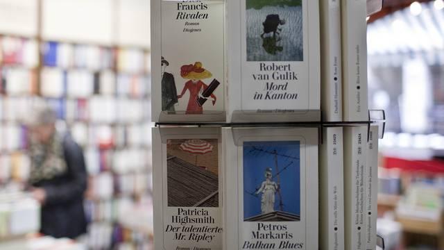 Bücher aus dem Diogenes-Verlag in einer Buchhandlung (Archiv)