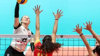 Die Schweizer Angreiferin Maja Storck (im weissen Dress) überzeugte gegen Spanien mit 26 Punkten