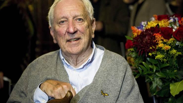 Mit dem schwedischen Lyriker (Jahrgang 1931) überraschte das Nobel-Preis-Jury die internationale Literaturkritik. Allerdings gehörte Tranströmer schon vor dem Preis zu den gut übersetzten Lyrikern – auch auf deutsch war seine gesamtes Werk erschienen. Bekannter oder populärer wurde er danach aber nicht wirklich.
