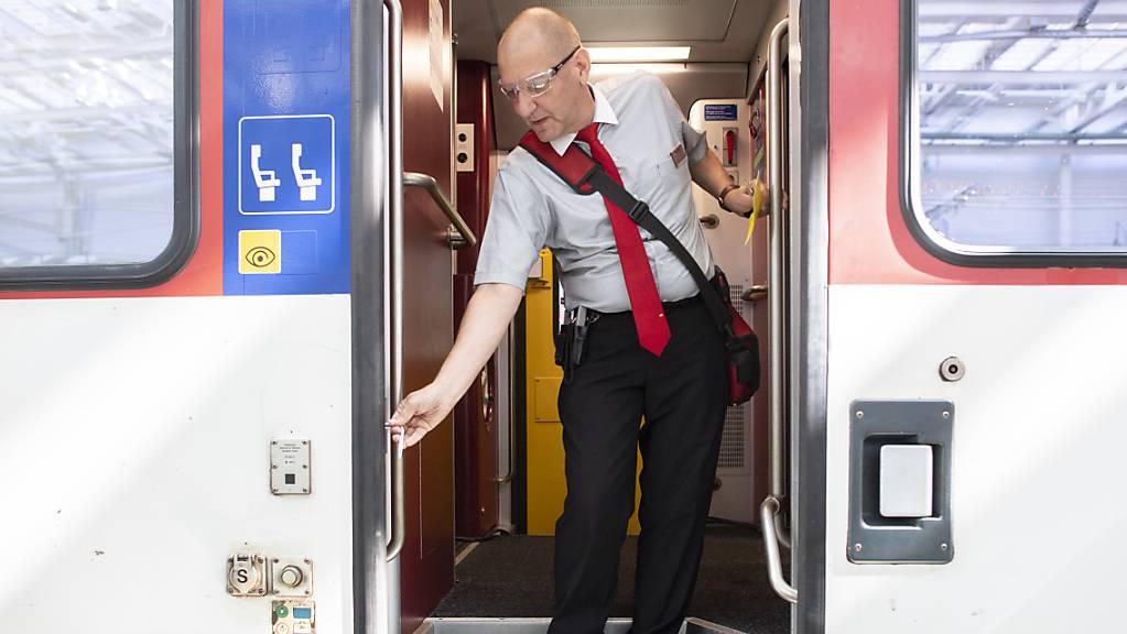 Die Sicherheitsuntersuchungsstelle (Sust) des Bundes fordert: Die SBB sollen an bestimmten Zugtypen den Einklemmschutz bei Türen ändern. (Symbolbild)