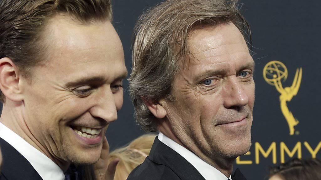 Schauspieler und Musiker Hugh Laurie (rechts) wird mit einem Stern auf Hollywoods berühmten Trottoir geehrt. (Archivbild)