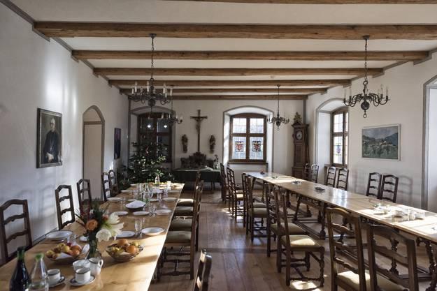 Im Speisesaal essen die 23 Benediktinermönche gemeinsam.