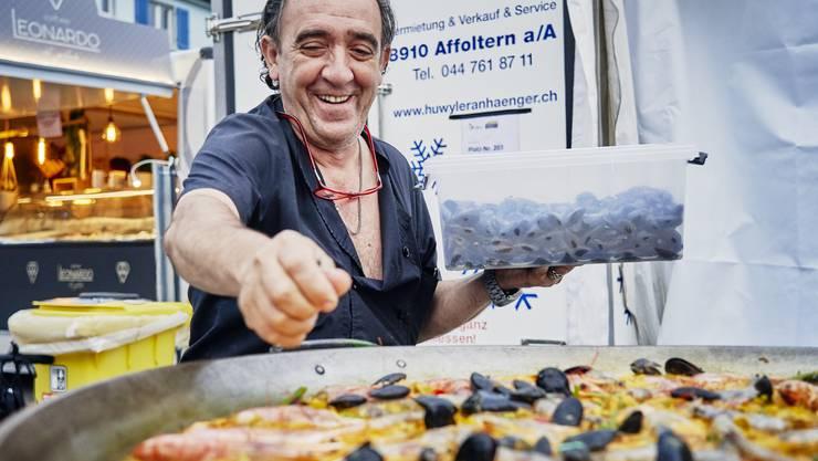 Der Meister der Paella: Manuel Varela vom Restaurant Sax in Schlieren tischt zum dritten Mal am Schlierefäscht seine spanischen Köstlichkeiten auf.