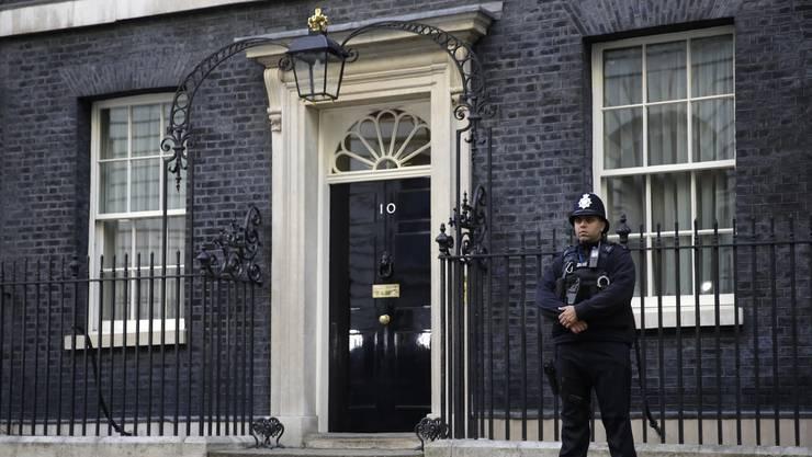 In Ian McEwans neuem Roman verwandelt sich eine Kakerlake in den britischen Premier und regiert von Downing Street 10.