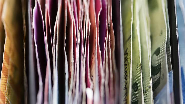 Der Staat lockt mit Steuervorteilen, wenn Bürger Geld für das Alter zurücklegen (Symbolbild).