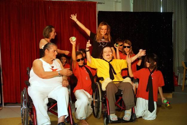 Hatten alle viel Spass - Seniorinnen des RPB und Kinder in einer Zirkusshow
