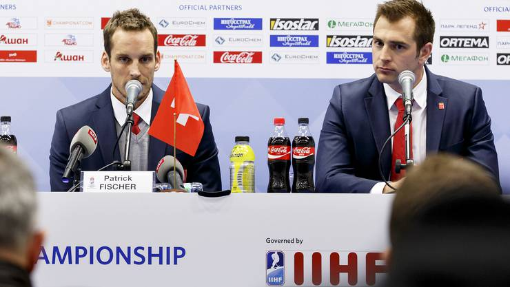 Nationaltrainer Patrick Fischer (l.) und Nationalmannschafts-Chef Raeto Raffainer nach dem WM-Out in Moskau.