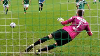 Das entscheidende Tor: St.Gallens Roberto Rodriguez lässt Joel Mall beim Penalty keine Chance.