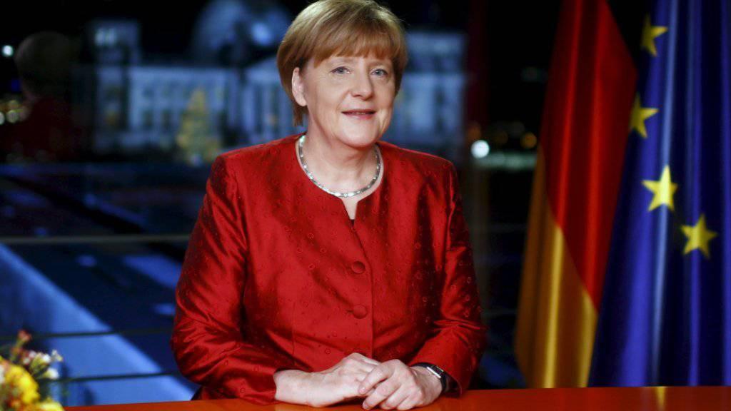 Prosit, Neujahr: Ansprache der deutschen Kanzlerin Angela Merkel dreht sich um die Flüchtlingskrise.