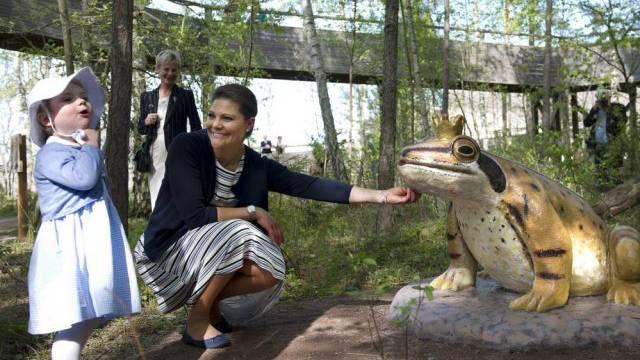 Prinzessin Estelle (l) hält nichts vom Frosch