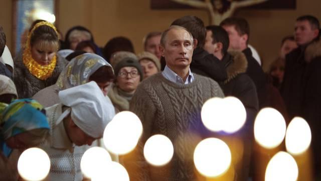 Wladimir Putin nimmt am Weihnachtsgottesdienst in Turginowo teil