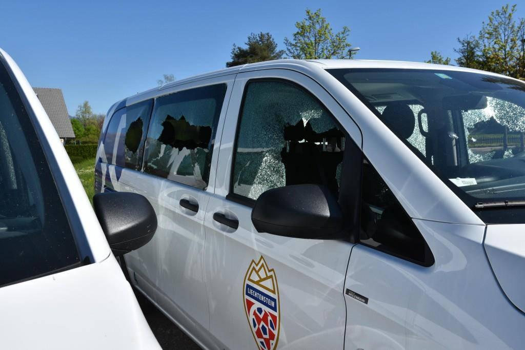 Vandalen haben vier Autos des Liechtensteinischen Fussballverbandes mutwillig demoliert. (© Landespolizei Liechtenstein)