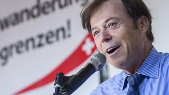 """Die Wahlschlappe der SVP im Kanton Zürich ärgert den ehemaligen Nationalrat Christoph Mörgeli so sehr, dass er laut dem """"SonntagsBlick"""" im Herbst erneut in die grosse Kammer des Schweizer Parlaments einziehen möchte. (Archivbild)"""