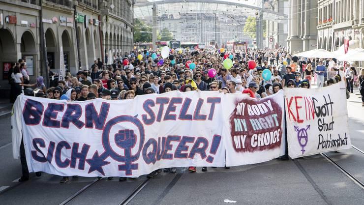 """Gegner der Kundgebung """"Marsch fürs Läbe"""" demonstrieren in der Berner Innenstadt"""