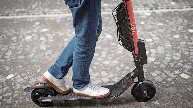 Klingnauer Schüler dürfen auf dem gesamten Schulareal nicht mehr mit solchen Trottinetts fahren.