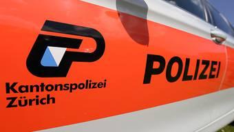 Die Kantonspolizei Zürich stoppte am Montag einen Raser in Neftenbach. (Symbolbild)