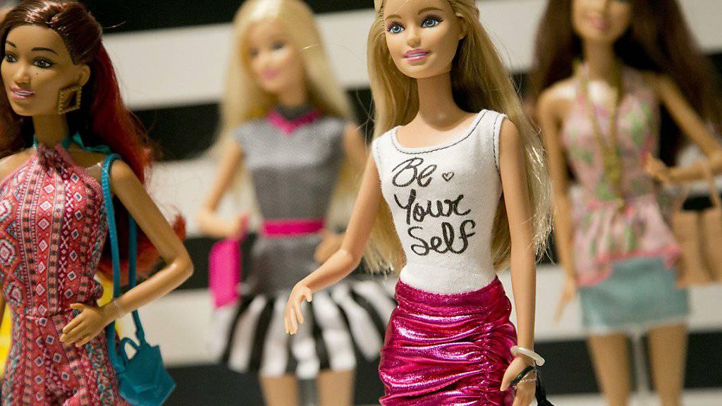 Der Spielzeughersteller Mattel, der unter anderem die legendären Barbie-Puppen fertigt, ist in eine schwere Absatzkrise geraten. (Archivbild)