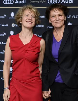 Die Zuercher Stadtpraesidentin Corine Mauch, links, und ihre Lebenspartnerin Juliana Mueller
