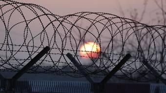 Grenzzaun zwischen Süd- und Nordkorea: Das dreitägige Treffen vereint Verwandte aus den beiden Ländern, die während des Koreakriegs voneinander getrennt wurden. (Archivbild)