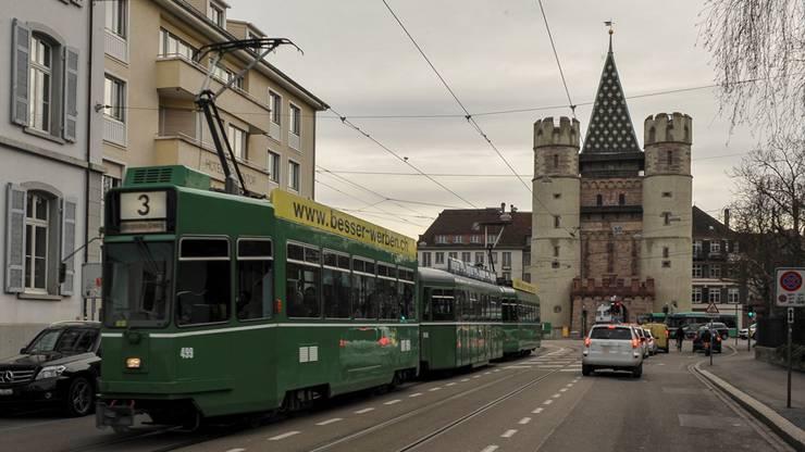 Richtung Spalenvorstadt wird das Spalentor von der Tramlinie 3 angesteuert.