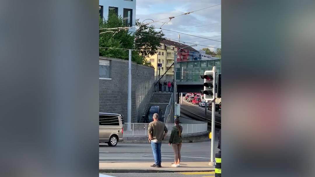 Sihlcity: Auto fährt über Treppe