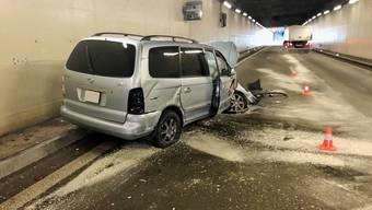 Der Lenker fuhr mit seinem Auto zuerst in die rechte und dann in die linke Tunnelwand.