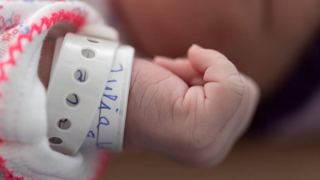 Mutterschaftsentschädigung: Parlament schliesst gesetzliche Lücke