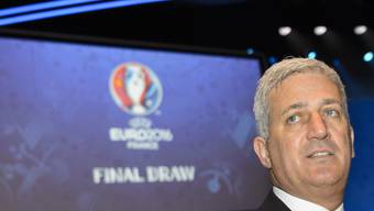 Nationalcoach Vladimir Petkovic verfolgt in Paris die Auslosung zur Euro 2016