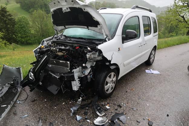 Anschliessend kam es zu einer Kollision mit einem entgegenkommenden Auto.