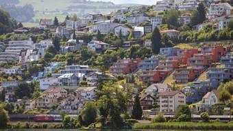 Wer hier wohnt, muss künftig mehr Steuern zahlen: Bäch SZ (Archiv)