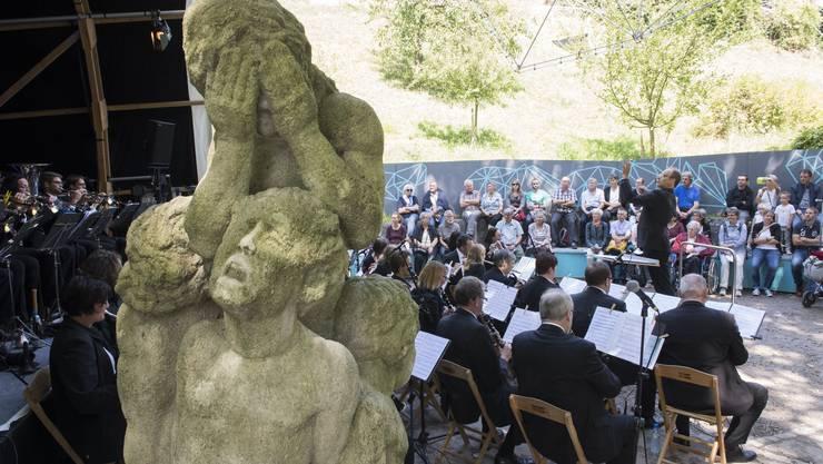 """Das Trännenbrünneli des Badener Bildhauers Hans Trudel spielt in der """"Wassermusik"""" eine doppelte Rolle."""