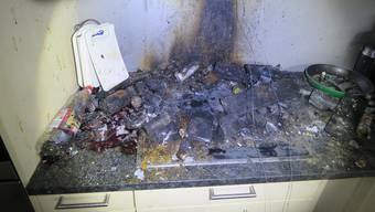 Der Brand verursachte in der Wohnung einen grossen Russ- und Rauchschaden.