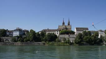 Der idyllische Blick vom Kleinbasel aus Richtung Münster trügt. Innerhalb der reformierten Kirche Basel-Stadt tobt ein Streit. Im Visier ist Münsterpfarrer Lukas Kundert.