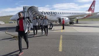 Die Schweizer Nationalmannschaft nach ihrer Ankunft auf den Färöer-Inseln.