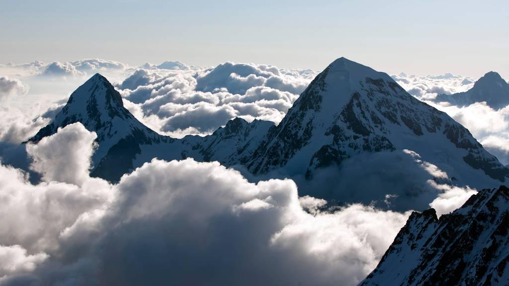 Blick auf die Gipfel des Mönchs und des Finsteraarhorns. Hier ereignete sich der Unfall.