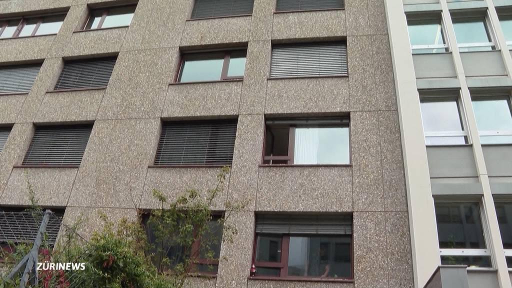 Asylbewerber stürzen bei Flucht aus Quarantäne aus dem Fenster