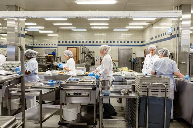 Impressionen aus der Grossküche des Kantonsspitals Aarau