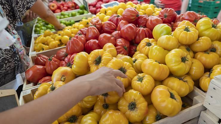 Viel Gemüse und Obst gehen verloren bevor sie im Handel landen. (Archivbild)