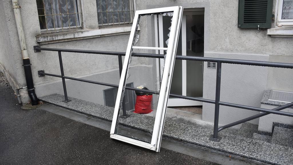 Auch Fenster waren nicht vor den Vandalen sicher.