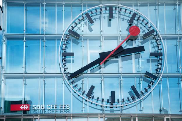 Ein Hingucker: Die Uhr am Bahnhof Aarau ist die zweitgrösste Uhr in ganz Europa.