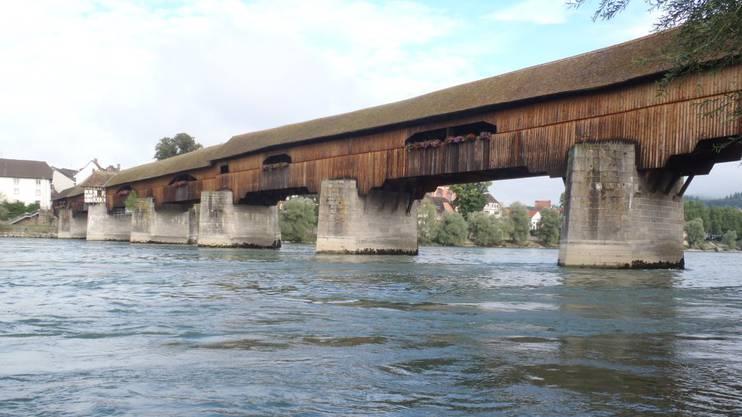 Die Holzbrücke, die Bad Säckingen und Stein verbindet